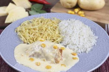 Filé de frango recheado Presunto e queijo c/ creme de milho